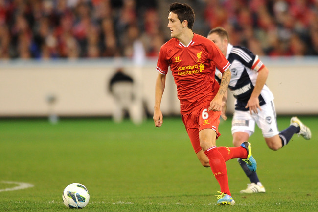 Hi-res-174333997-luis-alberto-looks-to-pass-the-ball-during-the-match_crop_650