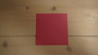 Start med et kvadratisk papir. Mit var 10*10cm.