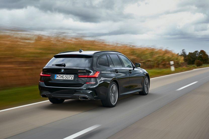 BMW M340i Touring Black Sapphire 8 830x553