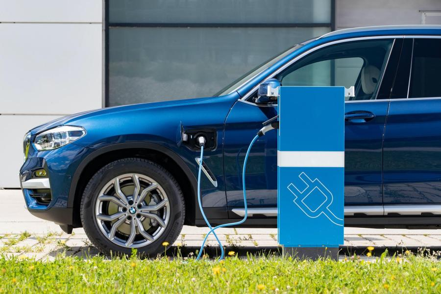 Is the BMW X3 xDrive30e hybrid the best product of the X3 ...