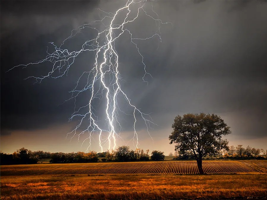 can lightning strike the same place