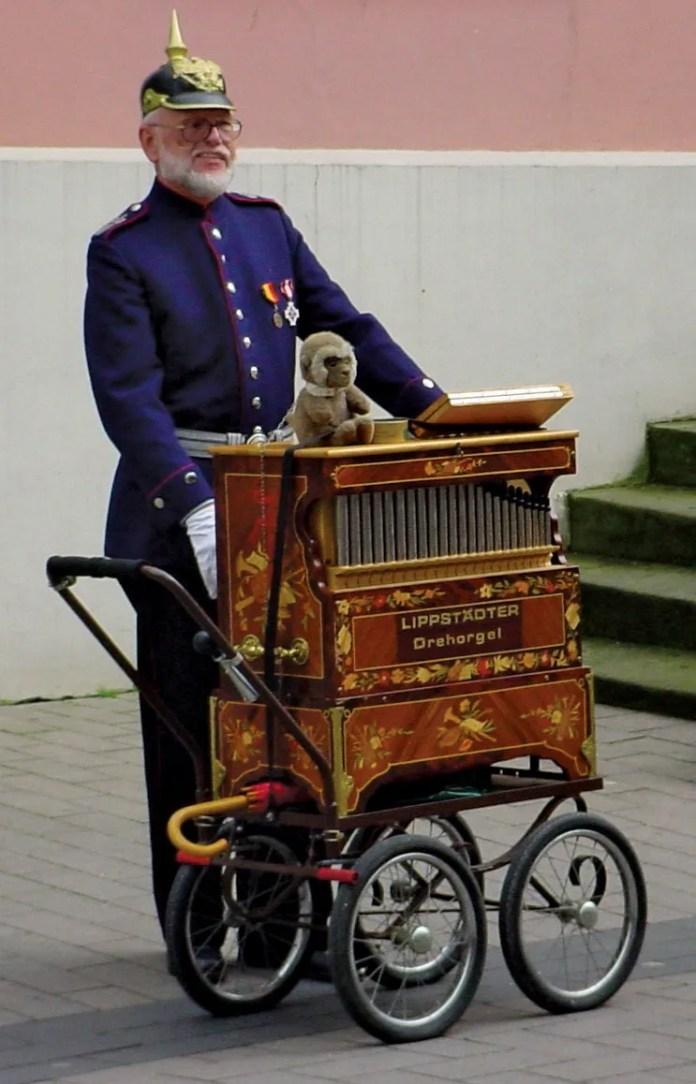 Resultado de imagen de street organist