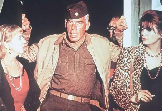 Lee Marvin (centro) en The Dirty Dozen (1967), dirigida por Robert Aldrich.
