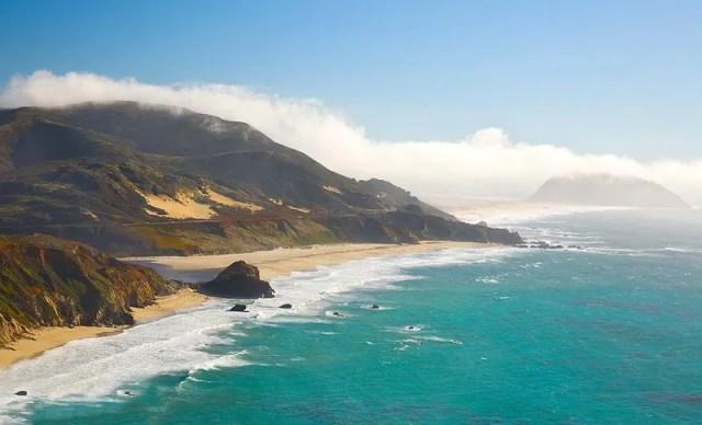 Биг Сур. Тихий океан. Волны. Пляж. Пойнт-Сур на тихоокеанском побережье близ Биг-Сура, штат Калифорния.