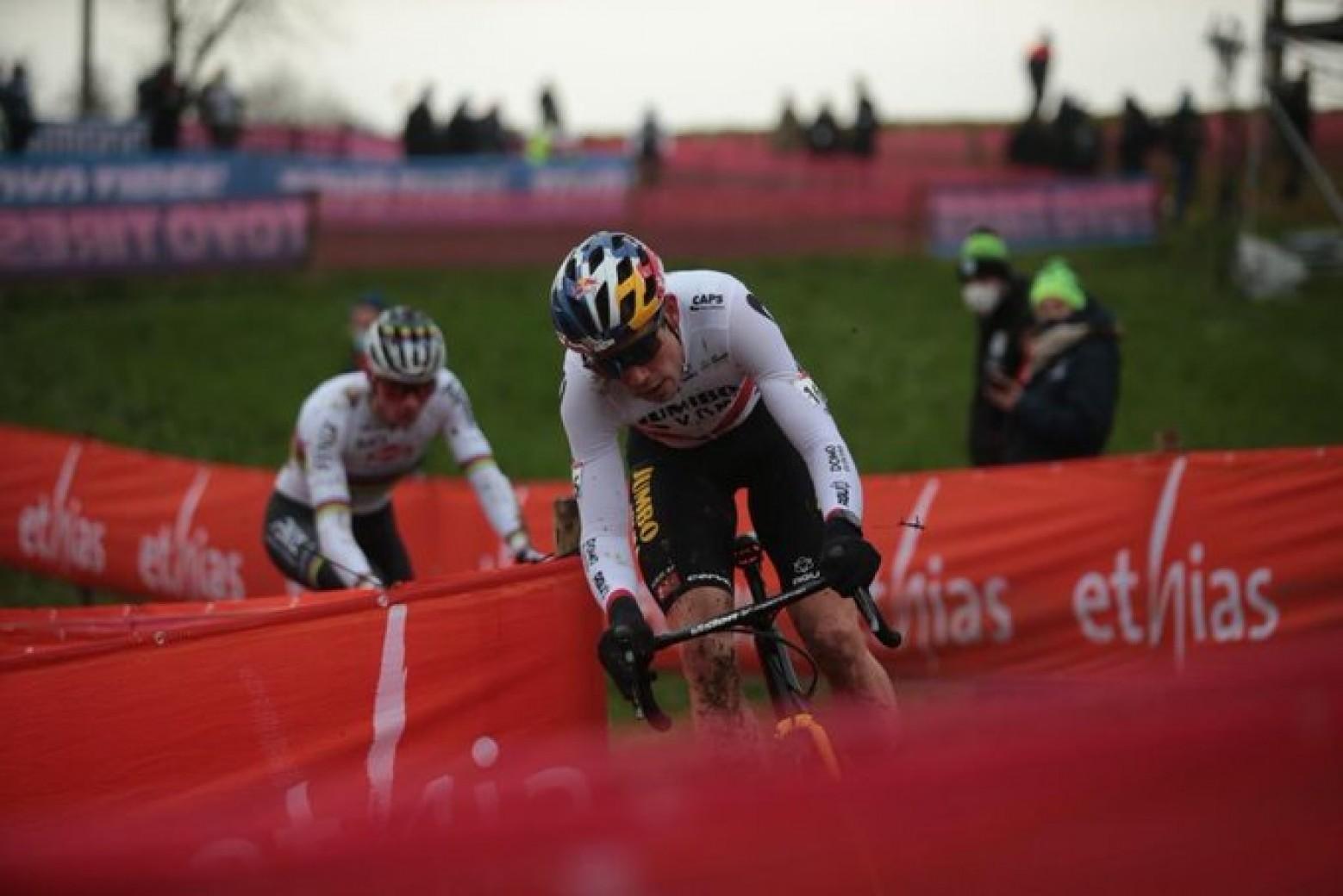 van aert beats van der poel to win with