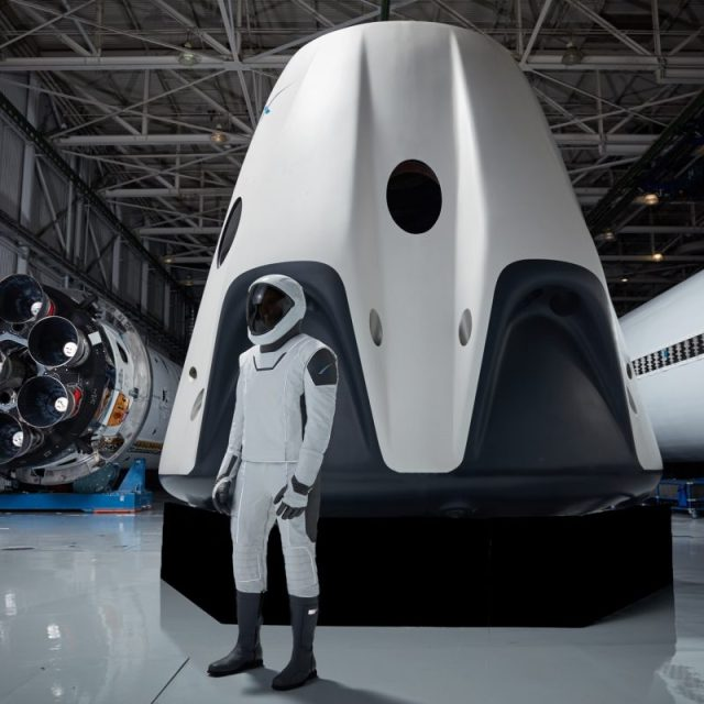 spacex astronaut spacesuit crew dragon 38796771514_a81072e6b8_o