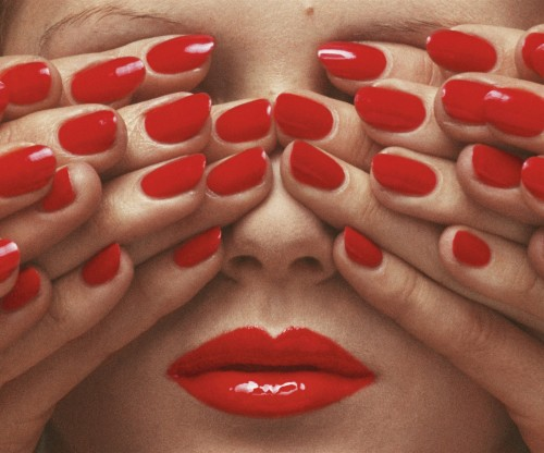 Vogue Paris, May 1970 © Guy Bourdin | Source: Courtesy