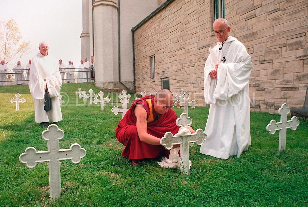 Dalai Lama placed a kata at the grave of Trappist monk Thomas Merton ...