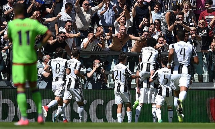 Pemain Juventus selebrasi gol
