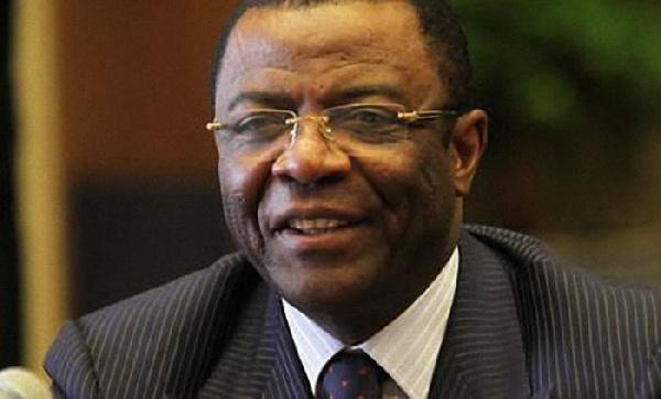 Guerre de réseaux à Etoudi: un clan veut la mort de Mebe Ngo'o, en danger à Kondengui