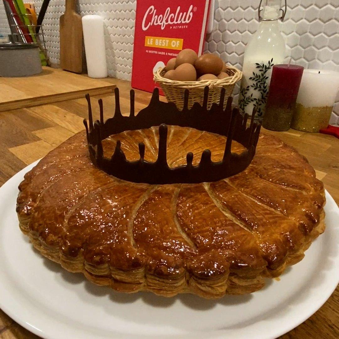 la galette des rois et sa couronne au chocolat