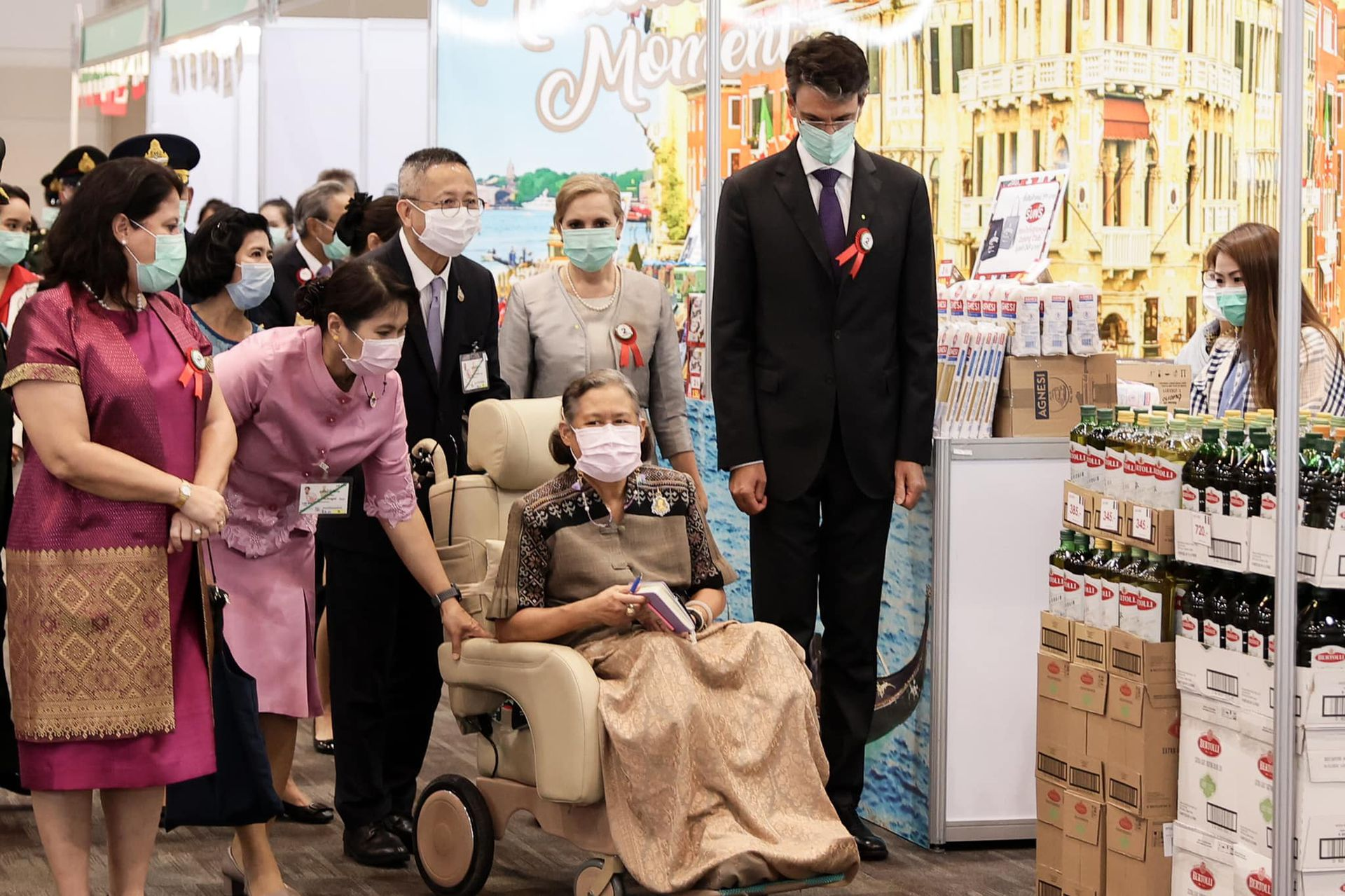 Australia-Princess Sirindhorn appeared in a wheelchair after being injured by the King of Thailand | Australia Chinatown