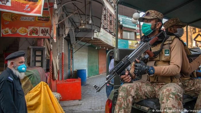 The military assists in epidemic prevention: Islamabad admits that its previous policy has failed?