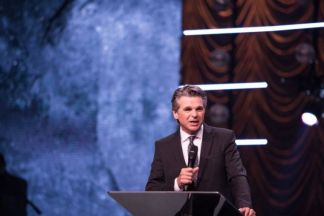 Jentezen Franklin Decries 'Discrimination', Urges Christians to 'Vote Your Faith' After California Bans Singing in Church