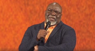 WATCH: T. D. Jakes Urges West Virginians to Take Coronavirus Seriously, Get Tested, and Wear Face Masks, Says It's 'Easier to Wear a Mask Than Wear a Ventilator'