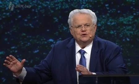 Pastor John Hagee Returns to Church After Recovering from Coronavirus