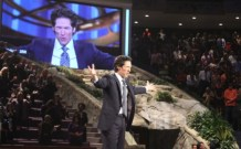 Lakewood Church to Resume In-Person Services at 25 Percent Capacity in October