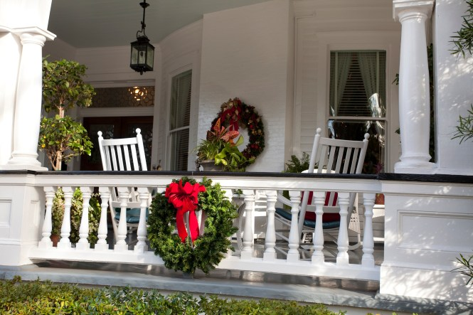 Christmas Front Porch Decorating Ideas 02
