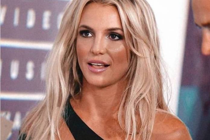 The manager of Britney Spears said the singer should not go back to the scenarios