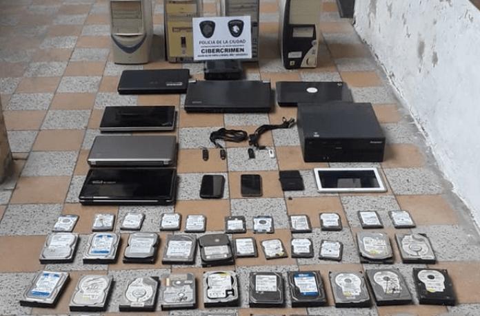 Varios de los objetos que secuestró la policía