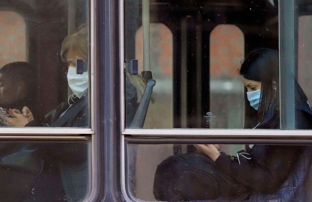 Coronavirus: El Ministerio de Salud difundió el instructivo para hacer barbijos caseros.