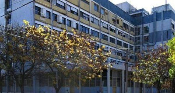 Un detenido con coronavirus se tiró del segundo piso de un hospital
