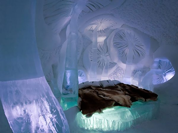 Jukkasjarvi-Ice-Hotel-Sweden01-e1508390601450.jpg
