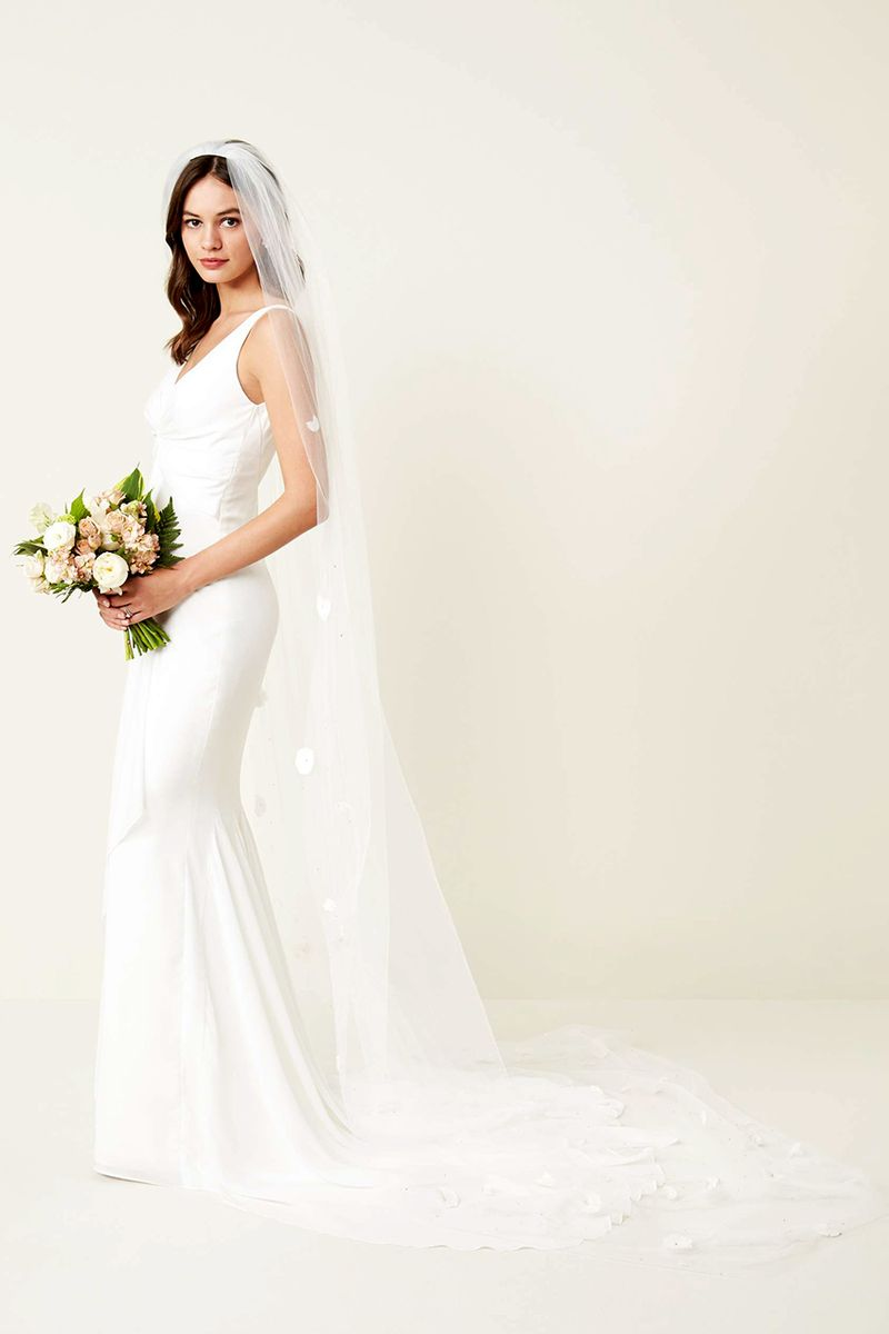 The wedding veil styles thatll be trending in 2018 bouncyvideos were going to see a lot of 3d embellishments on extra long tulle veils this year shop the style veil trends fleet embellished bridal veil 725 junglespirit Images