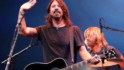 121002090402 foo fighters dave grohl hp video