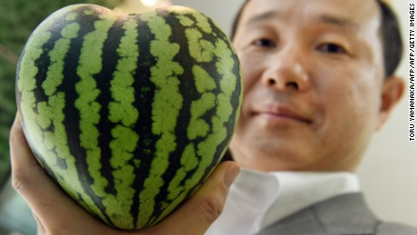 Melons $ 27,000?  Japan's high price of luxury fruit habit not disclosed