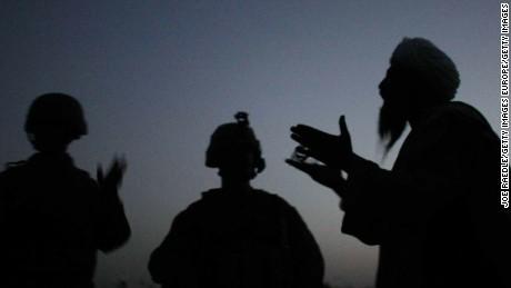 وسطی ایشیاء میں فوجیوں کے انخلا کے قریب قریب ہی امریکی مترجمین کے لئے محفوظ پناہ گاہ تلاش کرنے کے لئے امریکی ریس