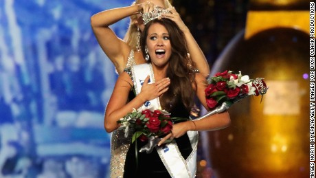 Reigning Miss America Cara Mund addresses the organization's recent email controversy