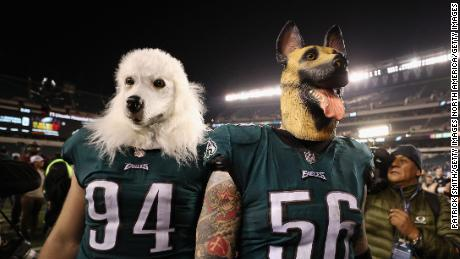 Beau Allen and Chris Long celebrate after the Eagles defeated the Vikings to advance to Super Bowl LII.