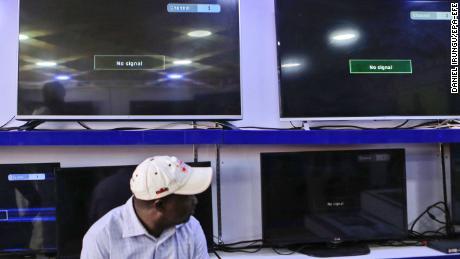 Kenya TV stations still off air despite court order
