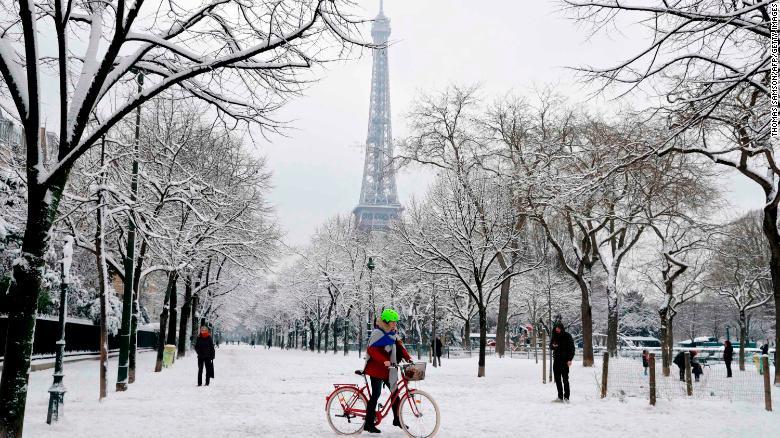 Paris Snow Closes Eiffel Tower Brings Traffic Chaos CNN