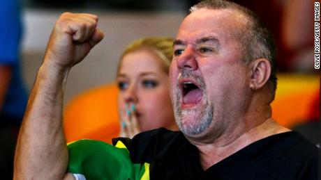 Le Clos' father cheers on his son during the 2014 Commonwealth Games