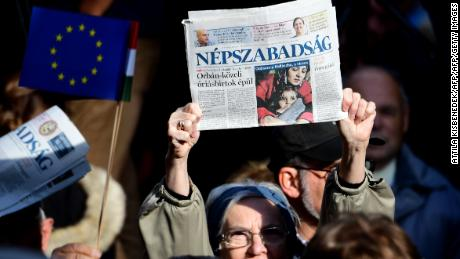 Journalists and supporters of newspaper Nepszabadsag protest in Budapest on October 16, 2016.