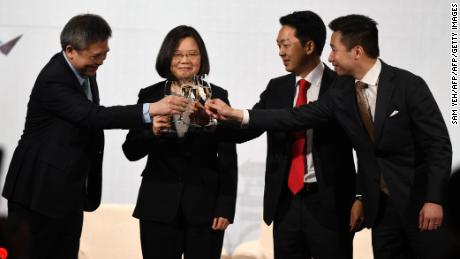 Director Kin Moy of the American Institute in Taiwan, Taiwanese President Tsai Ing-wen, AmCham Taipei Chairman Albert Chang and Alex Wong, US Deputy Assistant Secretary of State for East Asia and the Picific, toast during a banquet in Taipei on March 21, 2018.