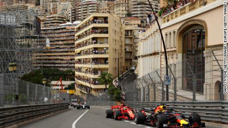 Ricciardo leads Vettel's Ferrari during the Monaco Formula One Grand Prix at Circuit de Monaco on May 27, 2018 in Monte-Carlo.
