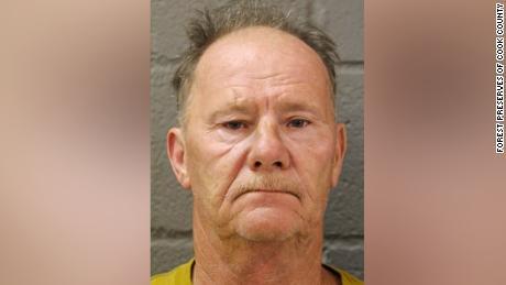 Timothy G. Trybus fait face à des accusations de crimes de haine ainsi qu'à des accusations d'agression et de conduite désordonnée.