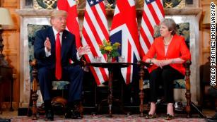 Trump nega di aver criticato il primo ministro britannico dopo averla criticata