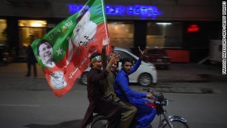 Supporters of Pakistan's cricketer-turned politician Imran Khan celebrate in Rawalpindi on July 25, 2018.