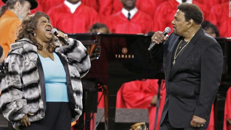 Franklin and Aaron Neville performed the national anthem before the 2006 Super Bowl in Detroit.