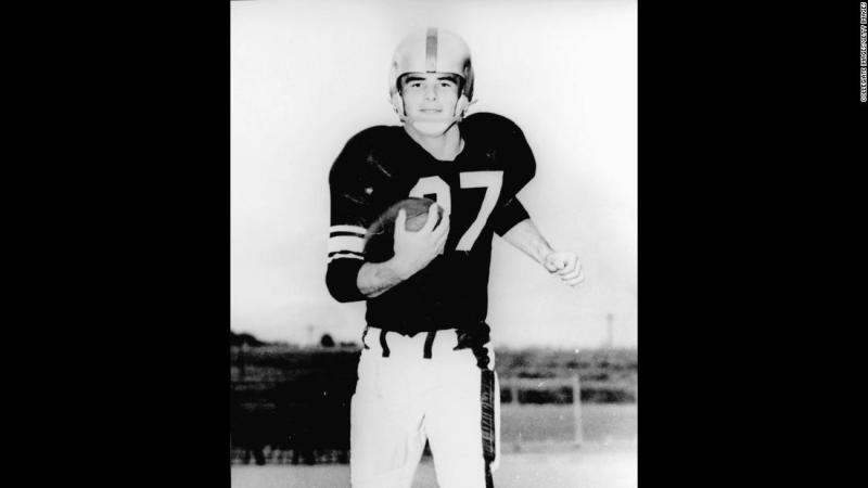 Reynolds played college football at Florida State University in the 1950s. He turned to acting when injuries derailed a promising athletic career.