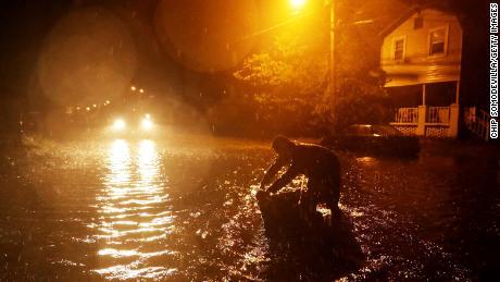 Des dizaines de personnes à New Bern, en Caroline du Nord, ont été sauvées