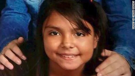 Une jeune fille était en visite chez ses grands-parents lorsque les vents de Michael ont fait sauter un abri d'auto par le toit, ce qui l'a tuée.