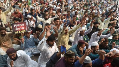 Supporters of Tehreek-e-Labaik Pakistan (TLP), a hardline religious political party chant slogans during a protest against the court decision to overturn the conviction of Christian woman Asia Bibi in Lahore on October 31, 2018.