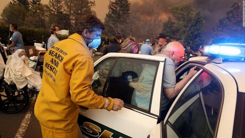 Hospital staff and first responders evacuate the Feather River Hospital in Paradise on November 8.