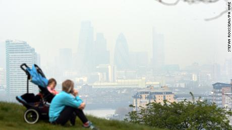 The London low-emission zone is not effective in improving the health of children's lungs, the study says