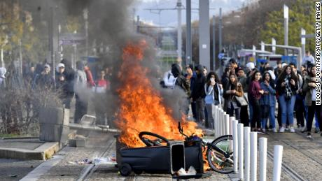 High school students set a barricade on fire to block the tramway during a demonstration against French government Education reforms on December 5, 2018 in Bordeaux, southwestern France. (Photo by NICOLAS TUCAT / AFP)        (Photo credit should read NICOLAS TUCAT/AFP/Getty Images)